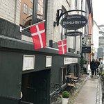 Indgang fra Pilestræde, ned i restauranten.