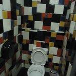 Te same kolory królują przy WC.