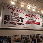 صورة فوتوغرافية لـ Joe's Pizza