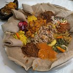 Mixed dishes with teff enjera