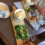 Śniadanie: jajecznica oraz kawa w zestawie;