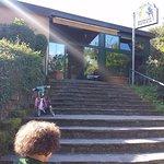 La scalinata verso l'ingresso...