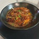 Plat du jour à 9€90, bœuf ananas sur pomme de terre gratinée. Le menu tous compris 15€