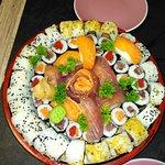 Le plateau Ginza de 69 pièces auquel s'ajoutent 12 Gyoza