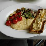 Ham & cheese omelette, melted Brie baguette, sautéed potatoes with mushroom, bacon & tomato