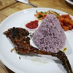 Foto Mamih Ungu Cafe and Resto