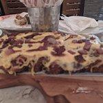 Royal Cheese Ribs - Costela empanada e recheada com queijo. Cobertura de queijo e bacon (acompan