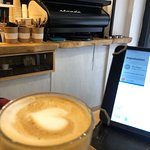 Cafetería muy chiquita en Granada , muy rico el café y el lugar súper cuidado ! Recomendado