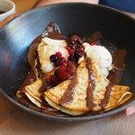 pandekage med is og bær