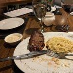 Fotografia de MEET Restaurant & Lounge