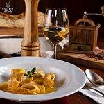 Seja no almoço ou no jantar, estamos abertos para te atender e servir o melhor da gastronomia!