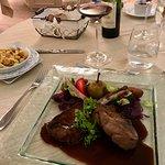 Côtes de sanglier au vin cuit de Donatyre et sa garniture de chasse.