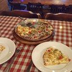 Pizza que serve até 3 pessoas.