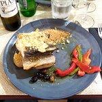 Bacalhau com batatas, farofa, pimentões e azeitonas - estava muito bom!