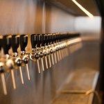 36 torneiras de cerveja artesanal. Umas das maiores cervejarias do Brasil!