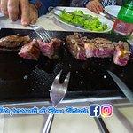 carne , ben frollata come si vede dalla forchetta