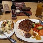 صورة فوتوغرافية لـ Outback Steakhouse - Qurtuba Plaza
