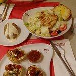 وجبة الفراخ مع سلطة السيزر و البطاطس المشوية