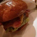 ภาพถ่ายของ The Godburger