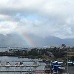 部屋の窓から虹が・・・