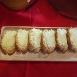 Хлеб с сыром.