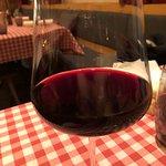 Offenen Wein wird in Gläser ohne Skalierung serviert