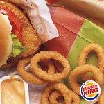 Burger, Pommes, Zwiebelringe - schnapp dir ein Menu bei Burger King in der Station Food.