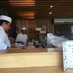 Barra de niguiris y sushi