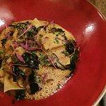 Ravioles de foie gras, célerisotto et champignons, jus de canard aux épices thaï