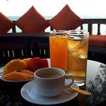 Set Menu มีน้ำผลไม้ + กาแฟร้อน เติมได้ตลอด มีผลไม้ จะบอกว่าแค่นี้ก้ออิ่มแล้ว