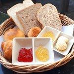 Set ขนมปัง มีให้1 ตะกร้า ถ้าไม่อิ่มก้อไม่รู้จะว่างัย คุ้มราคา