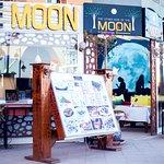 صورة فوتوغرافية لـ مطعم القمر