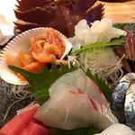 刺身盛り合わせに団扇海老と赤貝を追加。