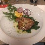 Thunfisch Steak auf Spinat