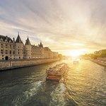 Croisière touristique sur la Seine avec les Bateaux Parisiens