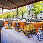 75min Salon Boat Cruise - Incl. drinks & Dutch cheese - departure @Homomonument
