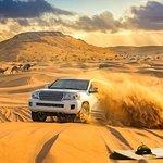 Safari por las dunas rojas con Sandboarding, paseo en camello y opciones de barbacoa