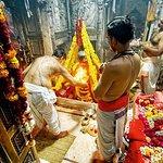 Recorrido de 4 horas por Varanasi: templos con danza clásica y Ganges Aarti