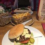 Foto van Famous Burger