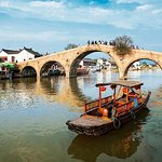 Shanghai Private Tour including Zhujiajiao Ancient Town and City Top Attractions