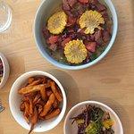 Ceviches de poisson de saison, faites de patates douces et salade