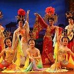 Evening Tour: Xi'an Tang Dynasty Music and Dance Show and Dumpling Banquet