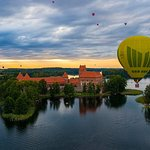 ‪Hot Air Balloon Flight over Vilnius | Trakai‬