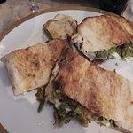 Panuozzo à la saucisse fraîche et feuilles de brocolis