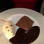 Pyramide au chocolat et souris à la mousse de chocolat blanc