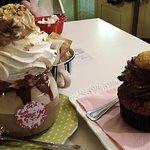 Momento di dolcezza allo Sweet Lab con mokaccino alla nocciola e Cup cake al cioccolato e pesca