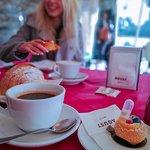 Choux con analcolico alla rosa da spruzzare sopra + caffè americano