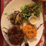 Filet de biche , sauce foie gras , écrasé de patate douce et poêlé de pleurottes