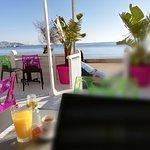 pause-café avec les amis face à la mer lors du footing du 1er janvier 2020 !