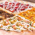 Pizzas de até 40cm com 04 sabores para atender todo o tamanho de família. Sabor, essa é a nossa paixão.